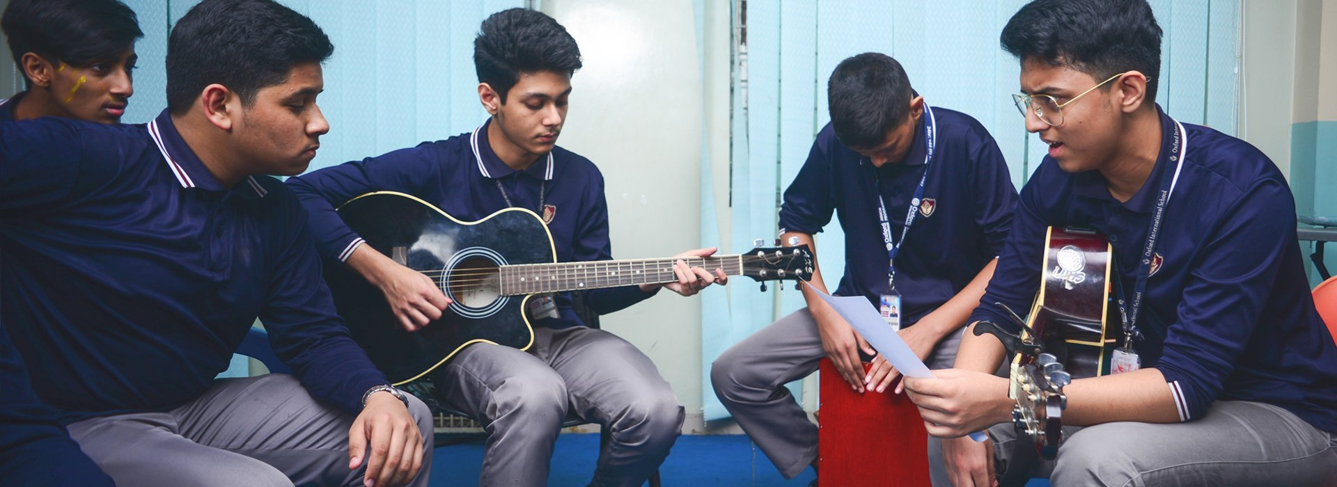 Student Play Guiter